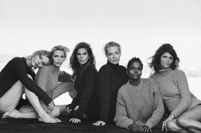 Eva Herzigova, Nadja Auermann, Cindy Crawford, Tatjana Patitz, Karen Alexander & Helena Christensen, Catalina Beach Club, New York, USA Vogue Italia © Peter Lindbergh (Courtesy of Peter Lindbergh, Paris / Gagosian Gallery)