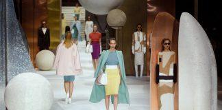 Max Mara sfila a Shanghai con una collezione visionaria