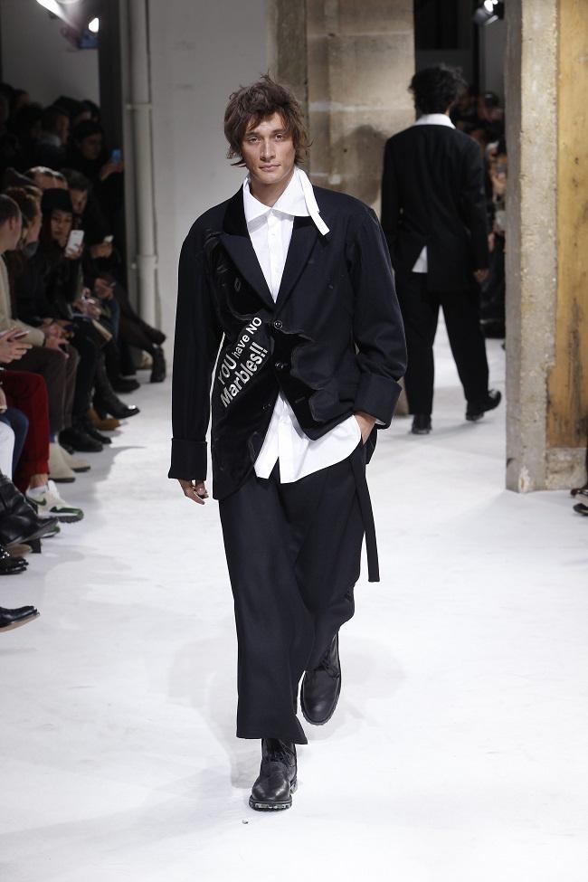 hot sale online b50bb 12ceb L'eleganza di Yohji Yamamoto alla Paris Fashion Week