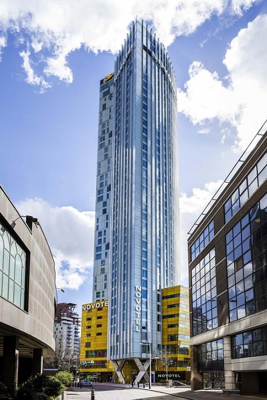 Novotel london canary wharf aperto il nuovo hotel grattacielo for Piscina grattacielo