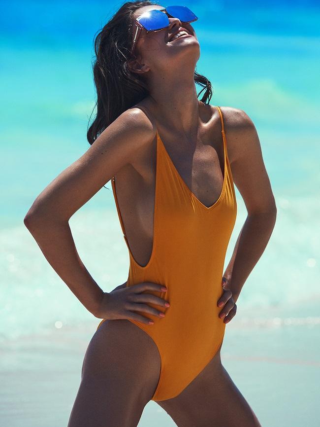Beach Beauty Robin Marjolein per Cosmopolitan Germany by Tomás De La Fuente