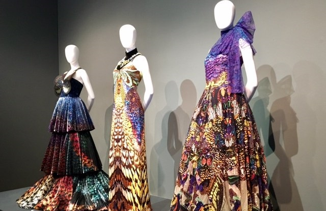 Mary Katrantzou, tre abiti couture in mostra al Waddesdon Manor
