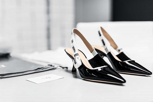 Il Savoir-Faire delle scarpe décolletéJ'adiorfashionpress.it