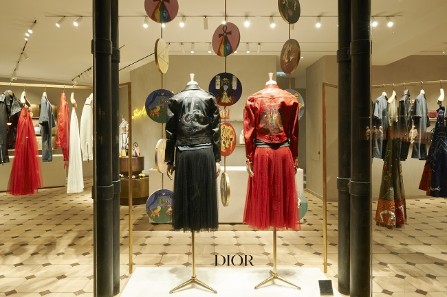 DIOR POP UP MONTAIGNE TAROT © Adrien Dirand