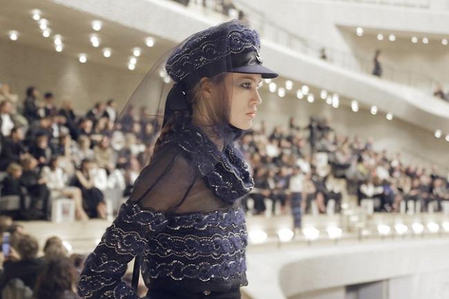 Chanel sfila ad Amburgo con la collezione Métiers d'Art 2017-18