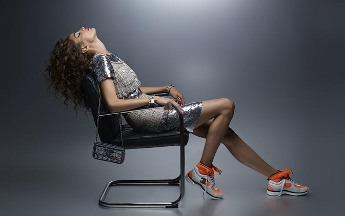 Chanel: la modella francese CamilleHurel, fotografata da KarlLagerfeld, incarna la pre-collezione Primavera-Estate 2018.