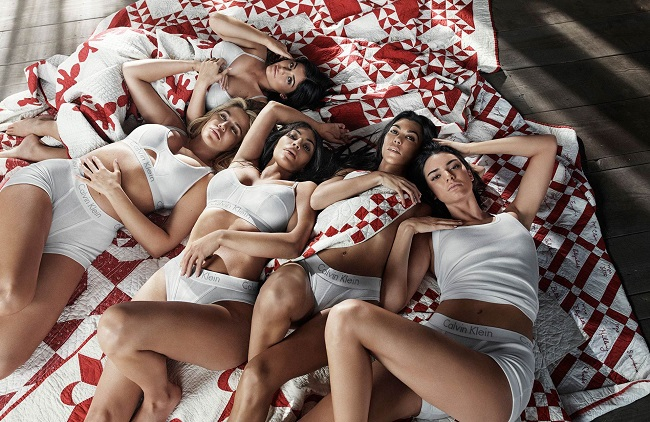 Le sorelle Kardashian in lingerie per Calvin Klein