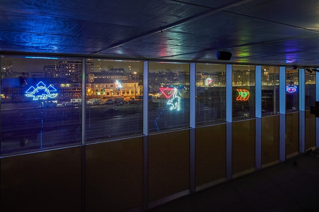 Spazio sfilata Prada Donna AutunnoInverno 2018 'Notturno'