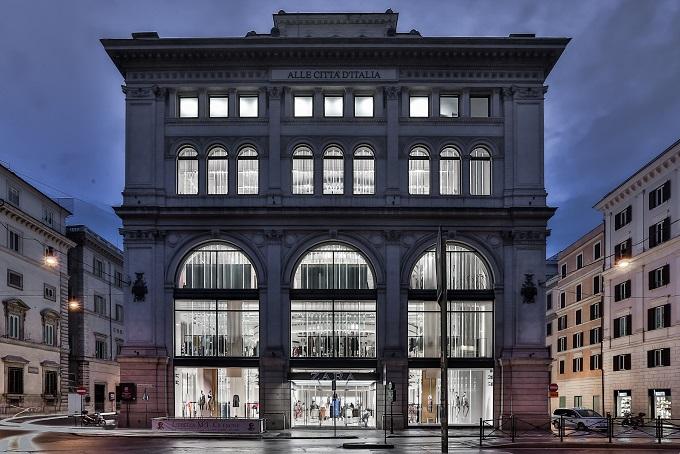 Zara riapre le porte del suo negozio di Roma presso lo storico Palazzo Bocconi, uno dei flagship store più emblematici a livello mondiale.