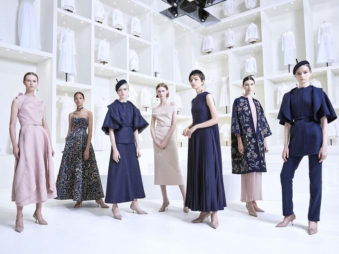 Maria Grazia Chiuri ha presentato la collezione di Haute Couture autunno-inverno2018-2019 nei giardini del Musée Rodin.