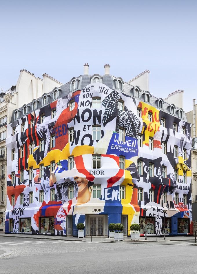 Dior wraps the facade of the Avenue Montaigne Boutique