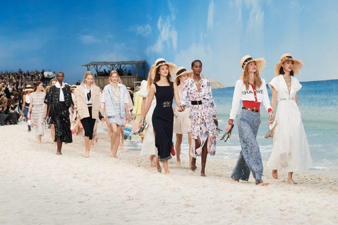 CHANEL transformed the Grand Palais into a dream beach fashionpress.it