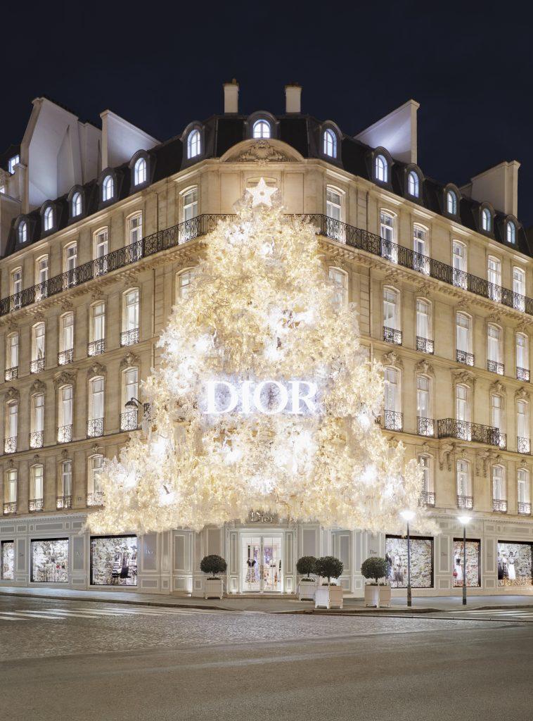Dior Christmas Tree In Paris 2020 Christmas tree by Dior   30 Avenue Montaigne in Paris
