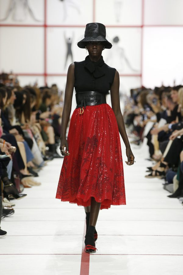 Christian Dior, da Parigi un inno alla sorellanza fashionpress.it