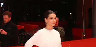 Juliette Binoche indossa Burberry al Berlinale Film Festival