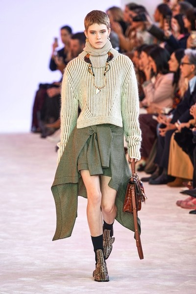 Chloé tips hat to Lagerfeld's 'genius' at Paris show fashionpress (26)