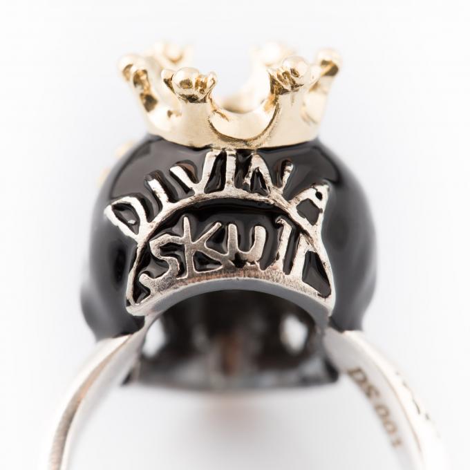 Divina Skull by Alisi