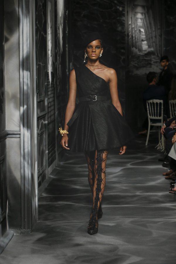 Haute Couture: Dior, il nero che rivela la luce