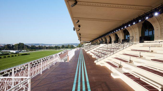 Miu Miu: la sfilata Croisière 2020 nell'ippodromo di Parigi