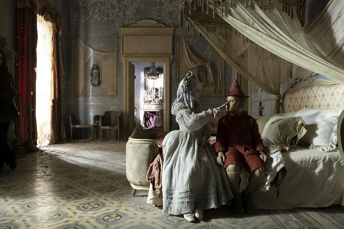 Pinocchionei costumi di MassimoCantini Parrini   dal film di Matteo Garrone