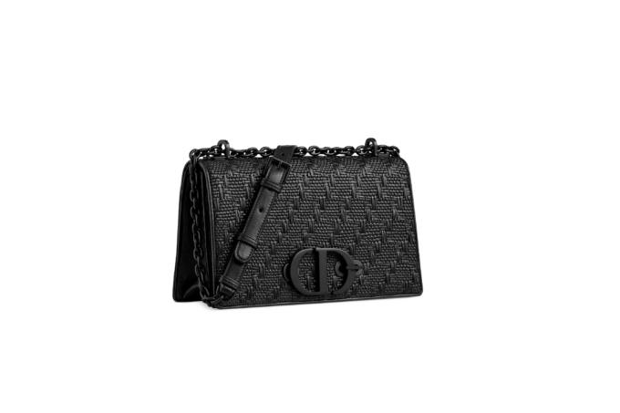 Dior presents a new version of 30 Montaigne Bag