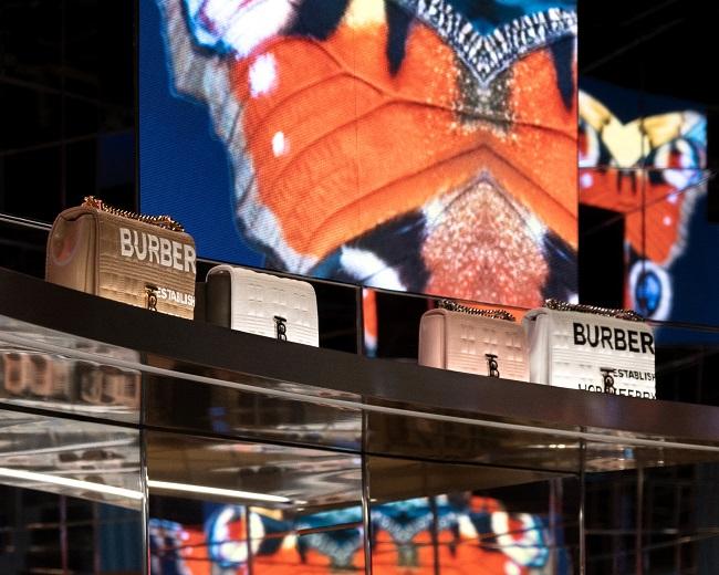 Burberry inaugura il primo Luxury Social Store a Shenzhen, Cina