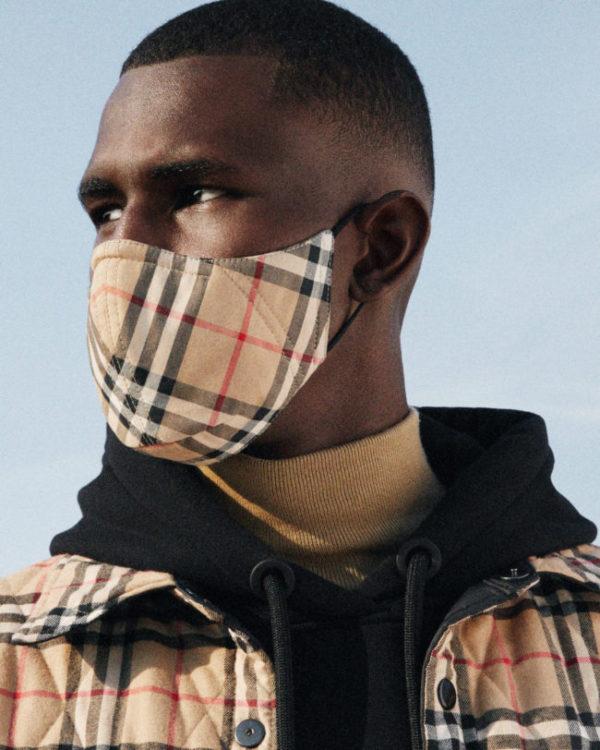 Burberry lancia le maschere per il viso