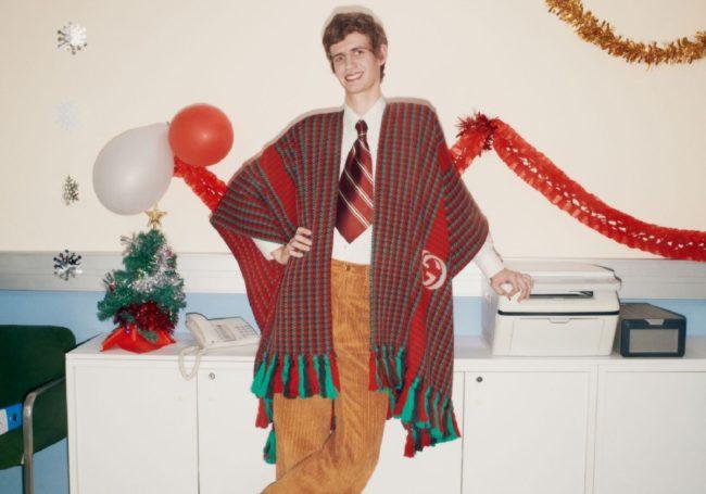 La nuova campagna Gucci Gift 2020 scattata da Mark Peckmezian