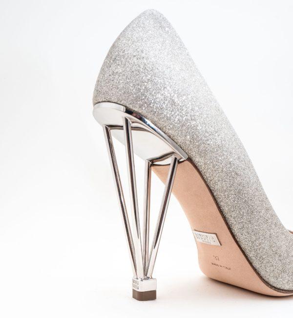 Le scarpe gioiello di Revolver Requeen Venexia. Tacchi, glitter e dettagli preziosi 100% Made in Italy.